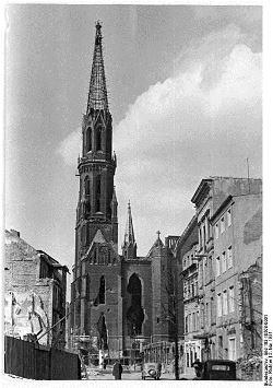 423px-Bundesarchiv_Bild_183-10508-0001,_Berlin,_Petrikirche,_Ruine 1951 -1